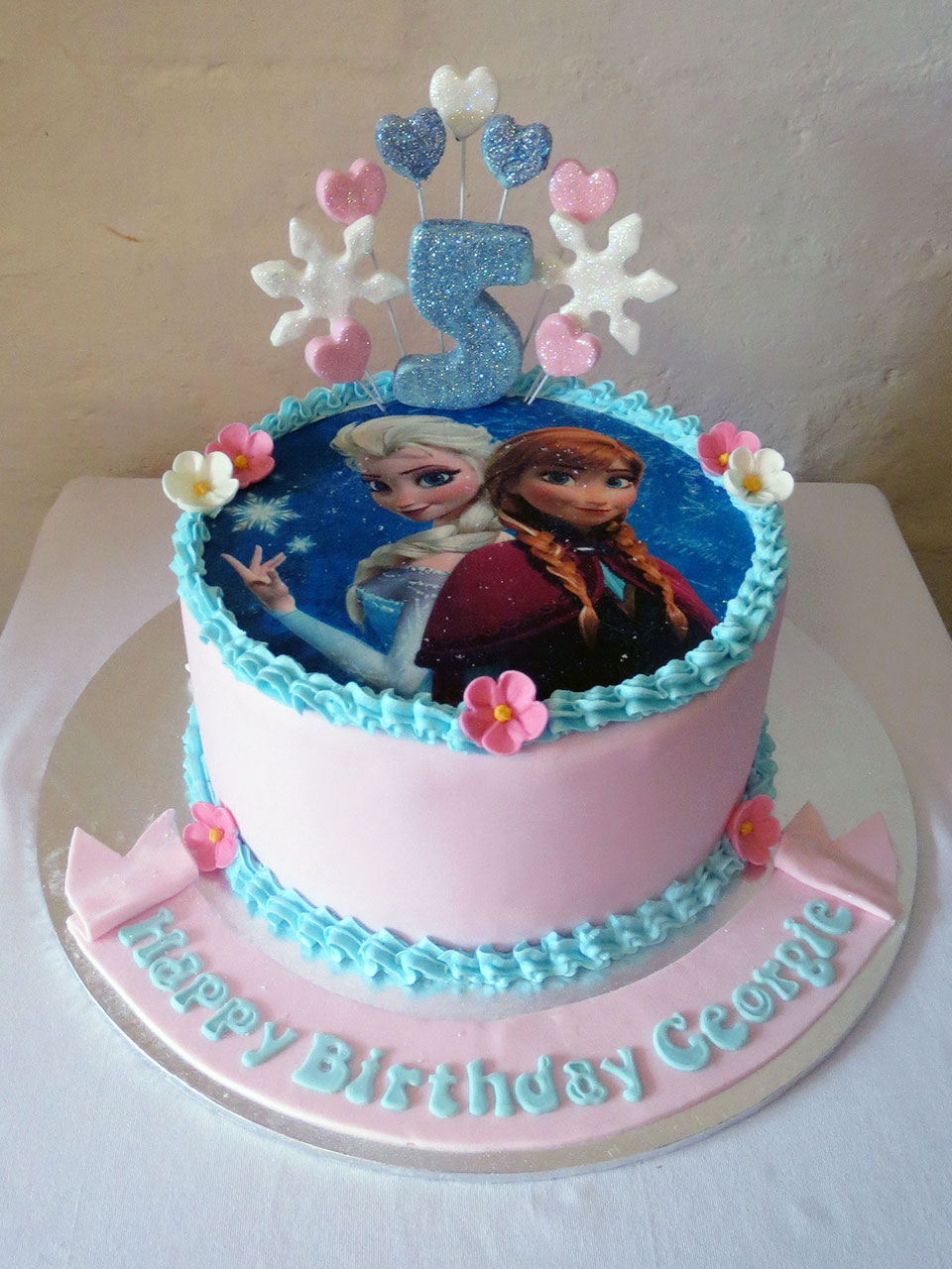 Frozen themed birthday cake Three Sweeties