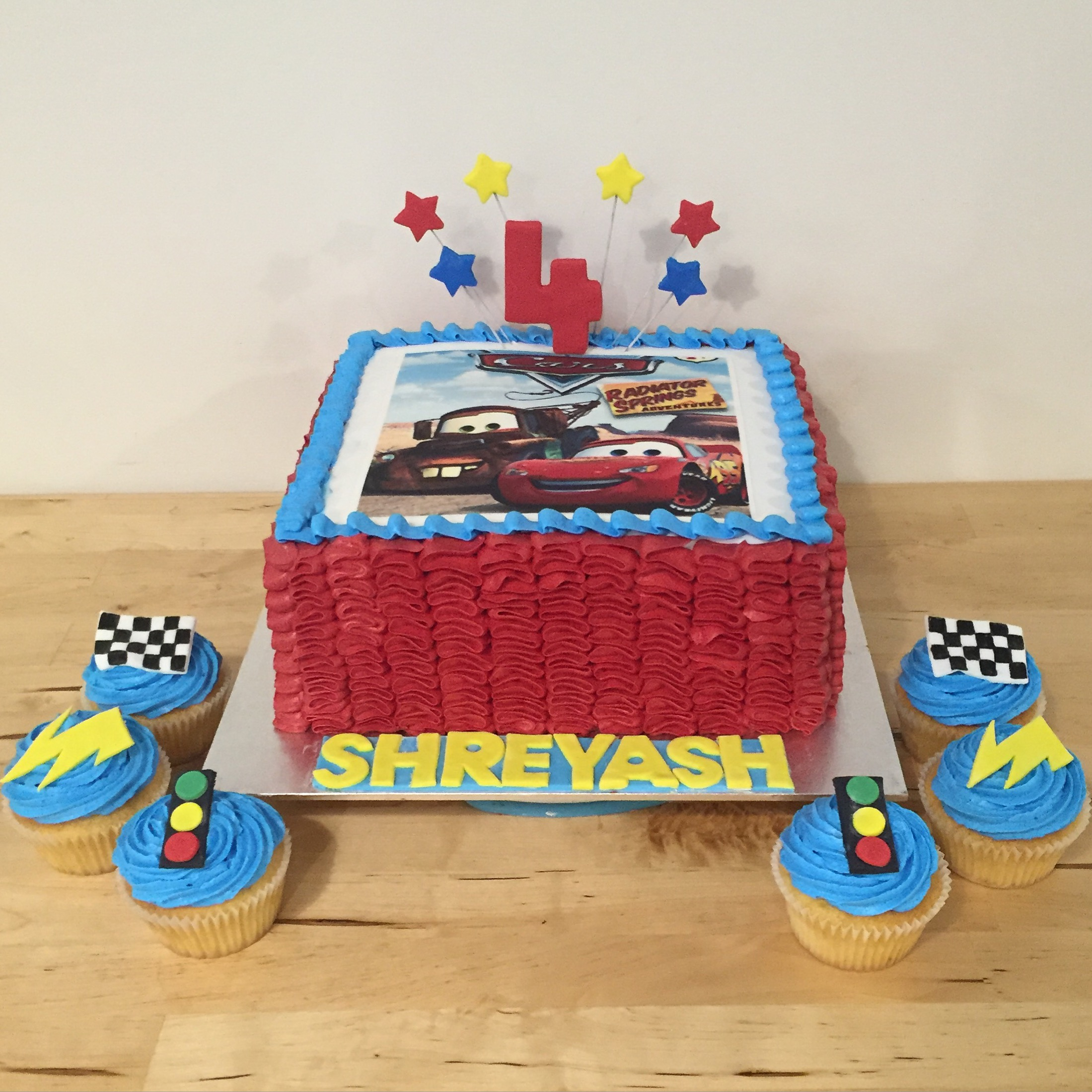 Mcqueen Car Cake Decoration : Lightening McQueen Cars cake and cupcakes - Three Sweeties