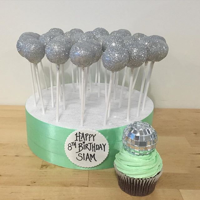 Decorating Cake Pops With Glitter : Disco glitter Cake Pops - Three Sweeties