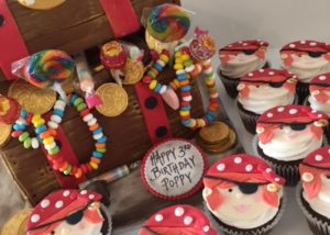 treasure_chest_cake_cupcakes