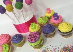 colourful_cakepops_cupcakes