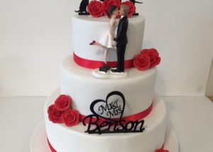 red_white_wedding_cake