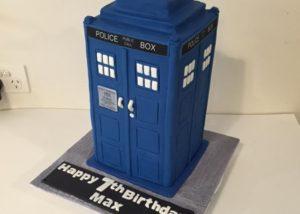 dr_who_tardis_cake
