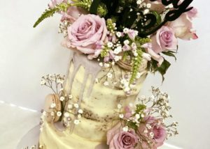 semi_naked_roses_birthday_cake