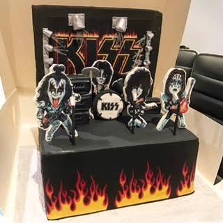 Brilliant Kiss Stage Band Cake Three Sweeties Funny Birthday Cards Online Overcheapnameinfo